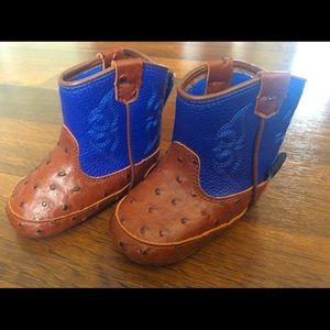 Baby buckers boys size 6-9 months baby crib boots